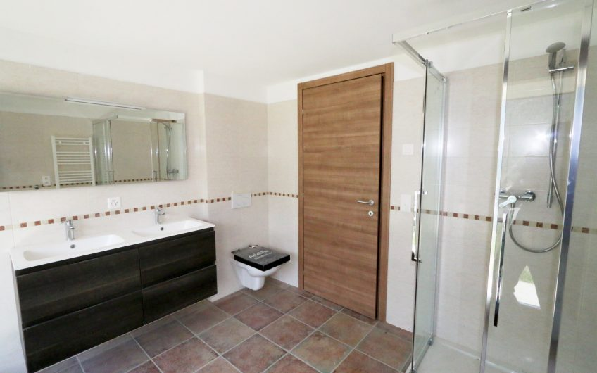 Pinnacle Luxury Apartment
