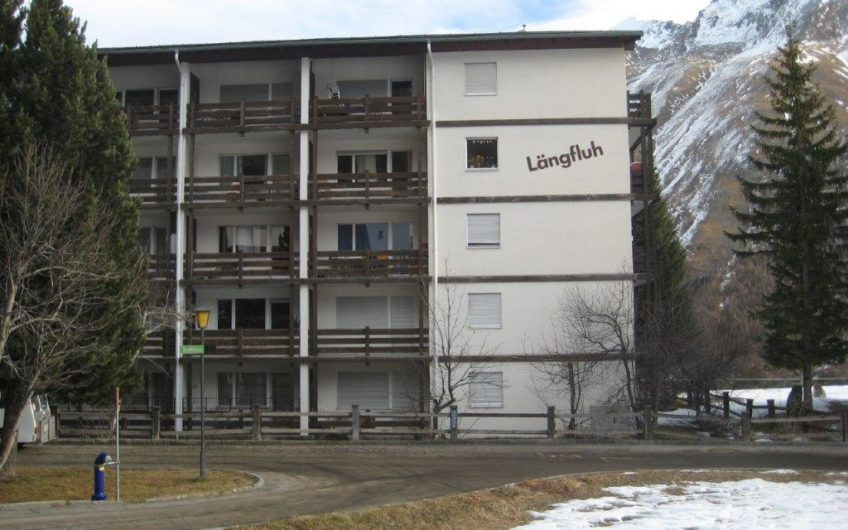 Längfluh 2.5 room apartment with south-east facing balcony.